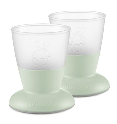 BabyBjorn 水杯 -  * The colorful cup of BabyBjörn is the ideal drinking vessel for learning for your sunshine so it learns how to drink as his role model, from an open glass.