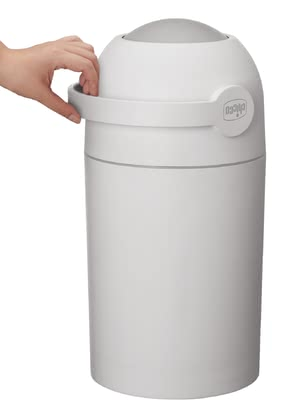 Chicco 尿布桶 - * Chicco diaper pail – The nappy pail stops unpleasant smells and can be used with usual plastic bags.
