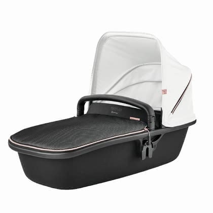 Quinny 兒童推車 LUX豪華運動型嬰兒睡籃Rachel Zoe款 -  * The adorable Rachel Zoe Luxe Sport Collection of Quinny's carrycot LUX is an absolute must-have item to add some more oomph to your everyday strolls with your little one – perfect right from the very first day. The stylish combination of subtle colours and fine fabrics make you stand in the centre of attention. Tiny humans will feel absolutely comfortable and safe in this cosy companion.