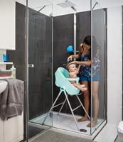 Chicco寶寶沐浴專用躺椅高腳椅Bubble Nest -  * Bubble Nest is versatile, convertible, space-saving and above all back-friendly for parents. Thanks to its frame you will always have your baby at a comfortable height while showering.