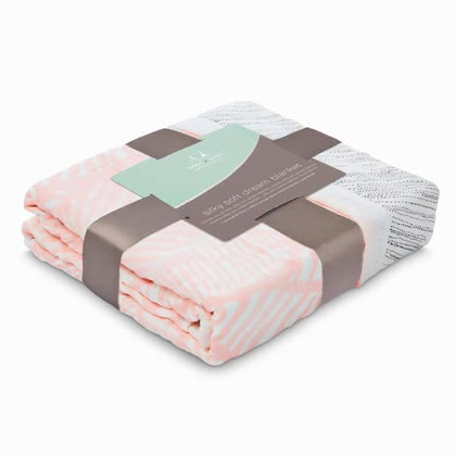 aden+anais 柔軟嬰兒夢幻軟被 -  * Playing, sleeping and snuggling with the Silky Soft Dream Blanket is simply divine. Your little one will immediately fall in love with this soft and cosy blanket.