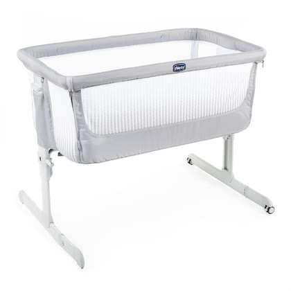 Chicco 可拼接大床嬰兒床Next2Me Air -  * The Next2Me Air comes with large mesh windows on all sides and is also equipped with a breathable mattress. This combination provides your child with optimum air supply and good air circulation.