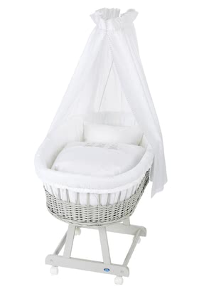 Alvi 嬰兒睡籃床可移動Birthe 6件裝Swinging Bears款式 -  * The ultimate eye-catcher in every room – the bassinet Birthe by Alvi now comes with an extra-large lying surface. The extra-spacious, hand-woven wicker basket provides your baby with a safe and secure sleeping place right from the first day.