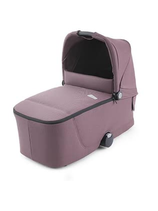 Recaro Sadena/Celona 嬰兒睡籃 -  * You can carry your newborn in the protective and comfortable Recaro carrycot right from the very first day. When combined with the comfortable Celona frame or the compact Sedena frame, Recaro provides you with the right stroller for every terrain.