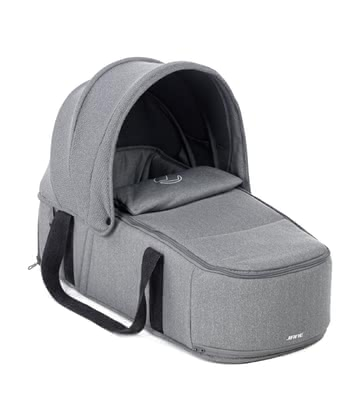 Jané 便攜式嬰兒睡籃 Smart - * The light and comfortable Jané universal carrycot Smart offers your newborn a flat surface to lie on and is attached to the stroller in a few simple steps.